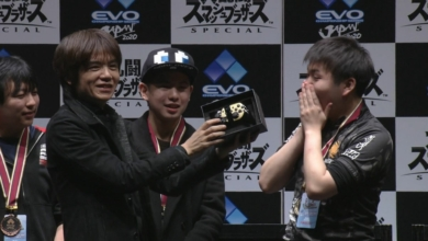 Photo of Smash Trophy Controller Leaves Sakurai's Hands, Is Promptly Dropped