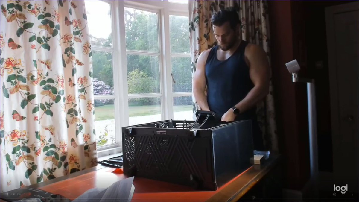 Photo of I Will Only Learn How to Build a PC By Watching Henry Cavill Do it in a Tank Top